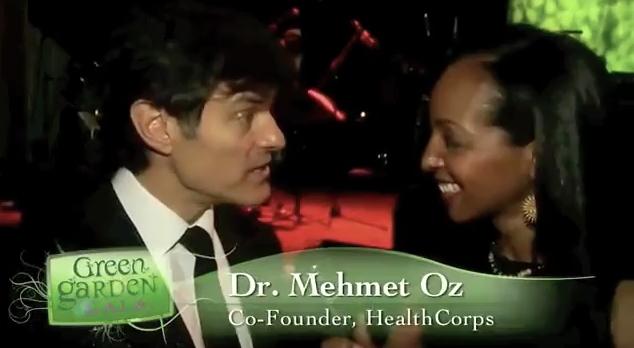 Teresa Kay-Aba Kennedy interviewing Dr. Oz at the HealthCorps Green Garden Gala