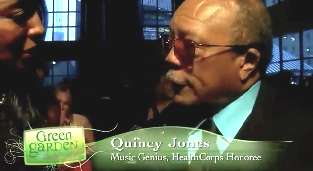 "Teresa Kay-Aba Kennedy interviewing Quincy Jones who received ""Music for a Better Life"" Award at Dr. Oz's HealthCorps Green Garden Gala"