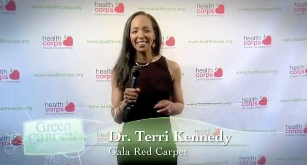 Teresa Kay-Aba Kennedy doing Red Carpet Interviews at Dr. Oz's HealthCorps Green Garden Gala