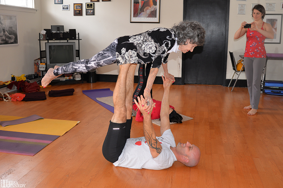 """96-year-old Yoga Master Tao Porchon-Lynch """"Flying"""" in an AcroYoga Class"""