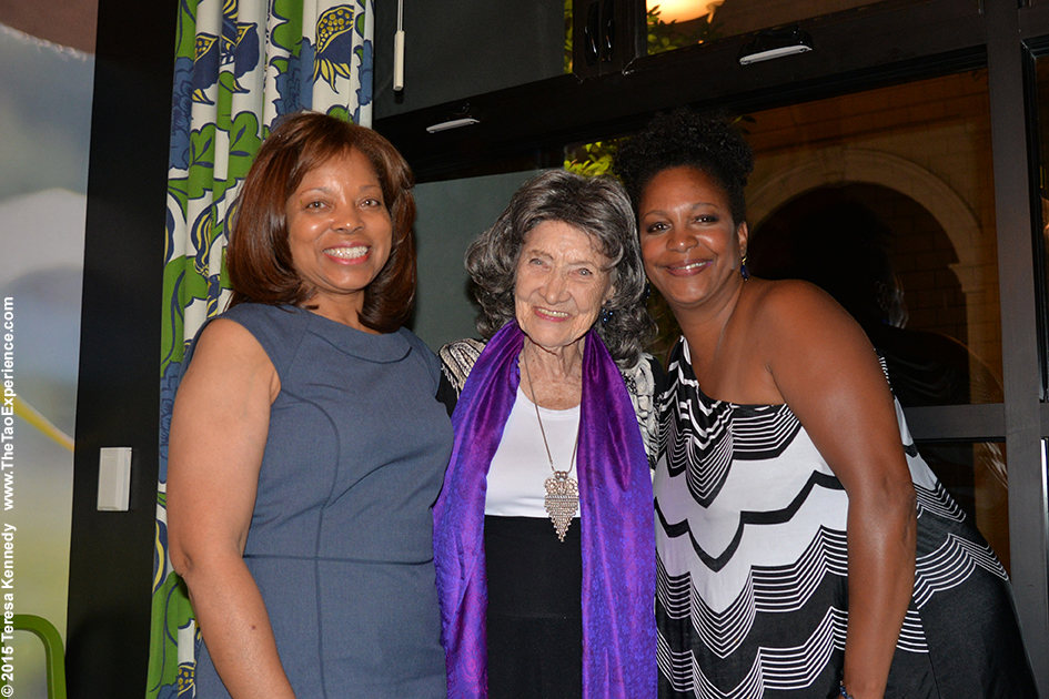97-year-old yoga master Tao Porchon-Lynch and Diana Gregory at True Food restaurant in Phoenix, Arizona - September 24, 2015