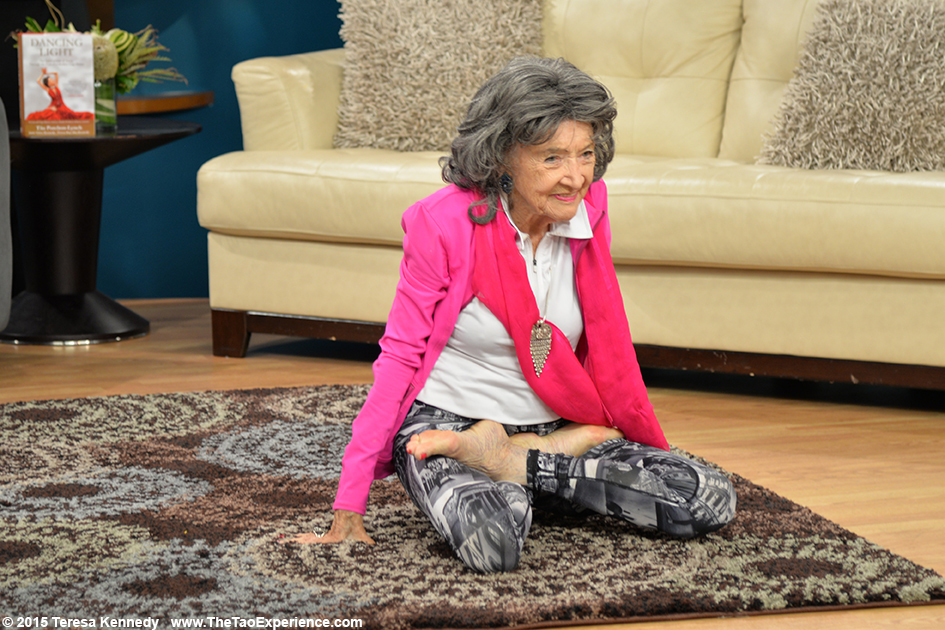 97-year-old Tao Porchon-Lynch on the set of Sonaran Living Live ABC15, September 25th, 2015