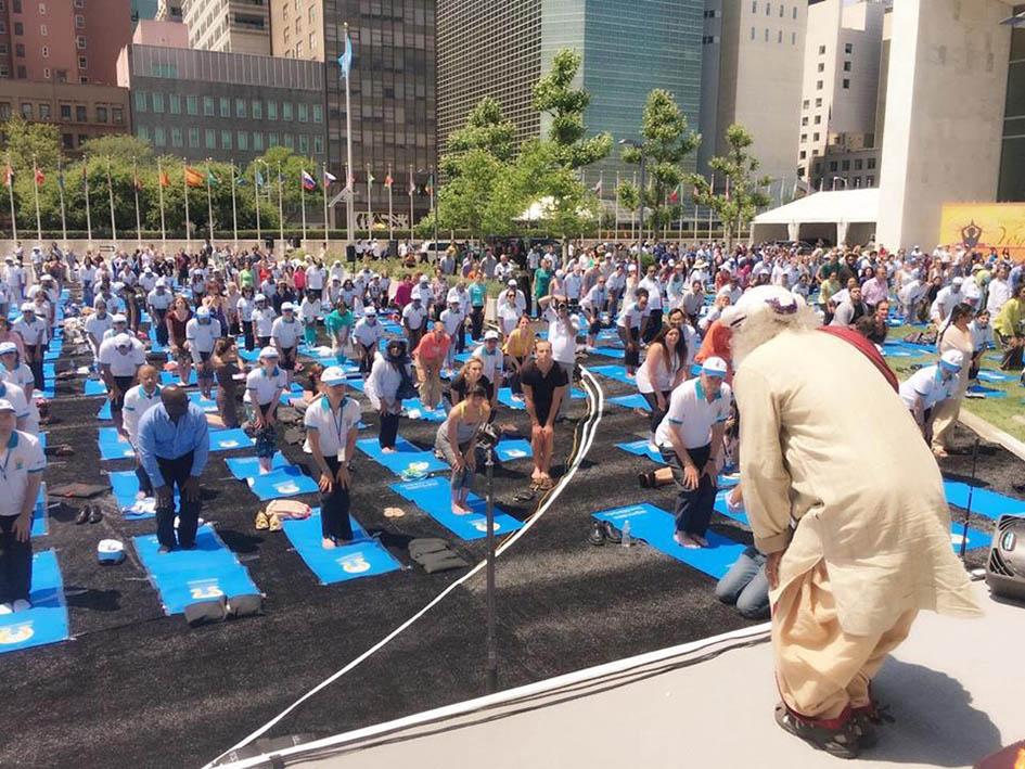 Sadhguru leading yoga at United Nations Plaza for International Day of Yoga - June 21, 2016